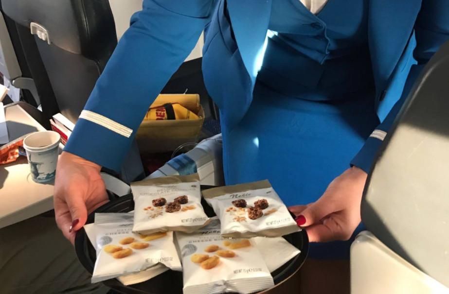 Noble chocolade & kaaskoekjes bij KLM.